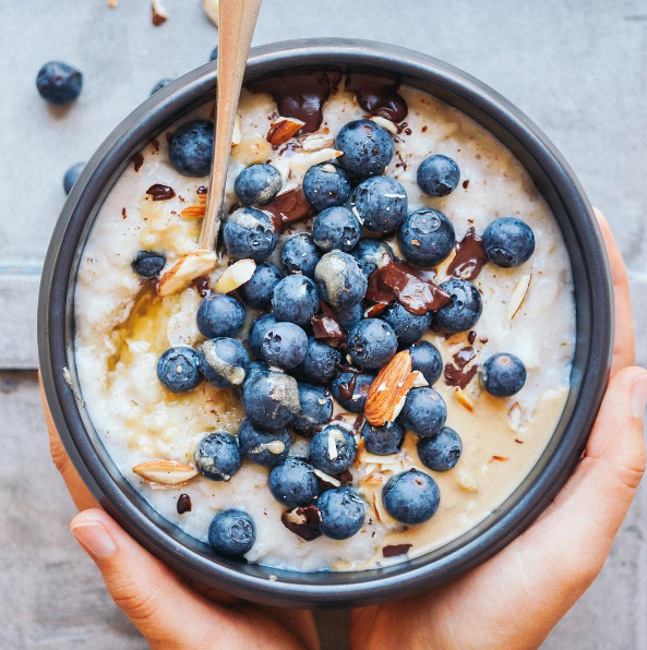 Blog  CREAMY VANILLA OATS with almond butter and blueberries